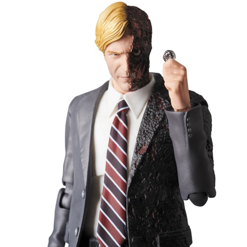 MAFEX HARVEY DENT《Planned to be shipped in late April 2018》