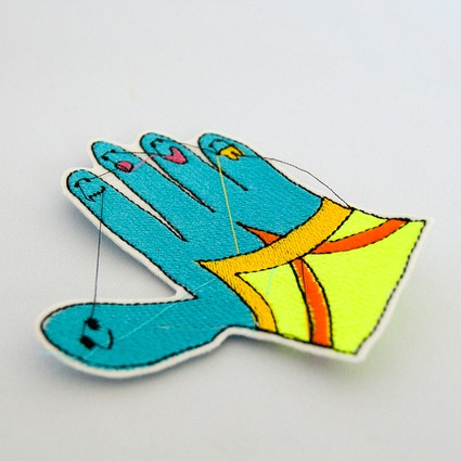 EMBROIDERY WAPPEN/hands // 姉川たく